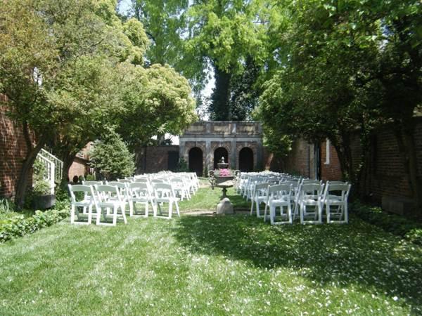raven-courtyard